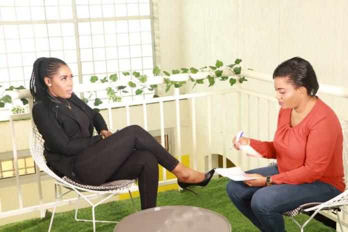 L'ex présentatrice vedette de Camnews 24 a récemment lancé un programme mensuel baptisé « Femme Action » dans lequel ses invitées partagent leurs expériences professionnelles afin d'inspirer et d'encourager les femmes à entreprendre.