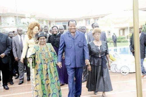 La Première Dame du Cameroun, dont l'immensité de l'œuvre humanitaire est reconnue et saluée en interne comme à l'international, n'a eu de cesse de démontrer un penchant naturel pour tout ce qui touche à l'art. Rien à voir avec son titre de Première Dame, puisqu'on a souvent vu des clichés d'elle, défilant sur des podiums de mode, alors qu'elle n'était qu'une citoyenne anonyme.