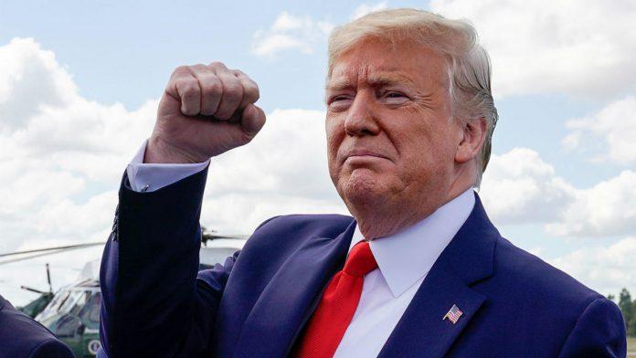 L'attaque de deux bases militaires américaines en Irak mardi soir par le régime iranien ne fait pas fléchir Donald Trump. Au contraire, Washington durcit le ton mais tend la main au peuple iranien.
