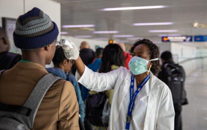 C'est un secret de polichinelle. Les premiers cas de coronavirus détectés en Afrique ont été importés des pays à risques. On a fermé les frontières.