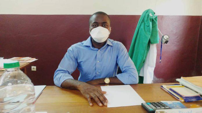 Le directeur de l'hôpital de district de Mbanga parle des conditions de travail dans son centre de santé en cette période de crise.