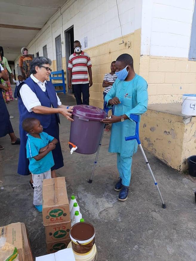 Il a fait 8 ans de rééducation fonctionnelle au centre spécialisé de phytothérapie. Raymond Barre Mekamba s'est souvenu des personnes handicapées en cette période de crise sanitaire mondiale.
