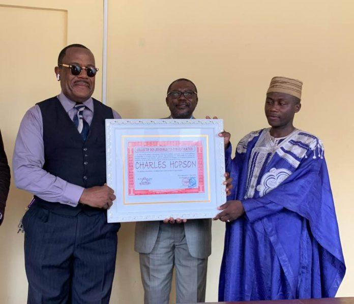 Le Collectif des journalistes d'investigation du Cameroun a décerné le prix de «l'Excellence» le 11 septembre 2020 au médecin ortho-moléculaire camerounais pour son engagement dans la recherche des solutions aux virus qui secouent l'Afrique.