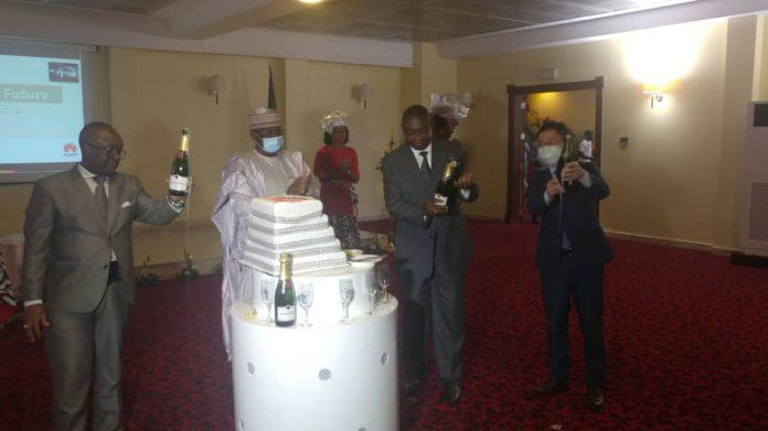 Dans le cadre de son 5e anniversaire, le concept de transfert des technologies de Huawei Cameroun est passé de 10 à 40 lauréats.