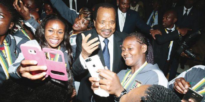 Le chef de l'Etat camerounais veut revoir la plateforme de collecte des droits de douane sur les téléphones et tablettes entrée en vigueur le 15 octobre 2020. Elle était très critiquée par la population et les associations de défense des droits des consommateurs.