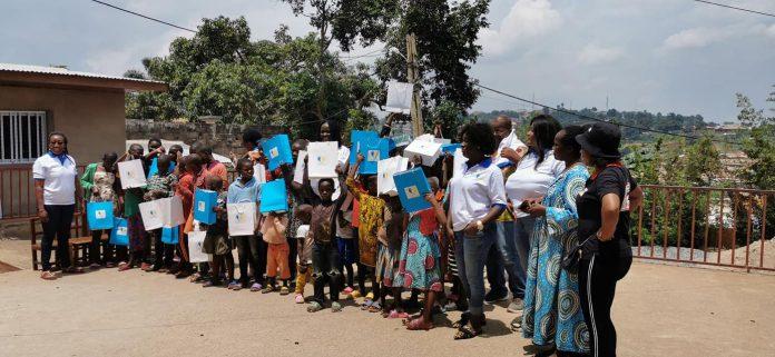 L'Action pour le Développement Communautaire au Cameroun, une association caritative, a remis d'importants dons aux enfants démunis de l'orphelinat sainte Thérèse d'Obili. C'était le 12 septembre 2021 dans la capitale camerounaise.