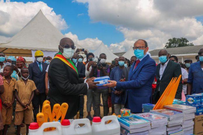 «L'école créée en 1992 se trouvait dans un état vétuste. Grâce à ce don, nos élèves évolueront désormais dans un environnement scolaire approprié. Nous remercions le Groupe Bolloré pour cet élan de cœur», s'est réjoui Martin Ngangya, Directeur de l'école.
